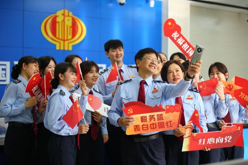全市税务系统多种形式庆祝中华人民共和国成立72周年